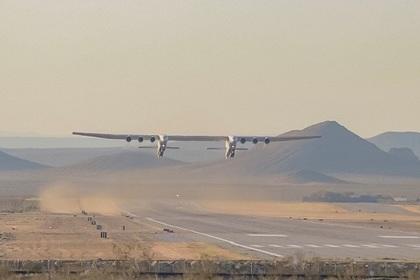 Самый большой самолет в мире впервые полетел