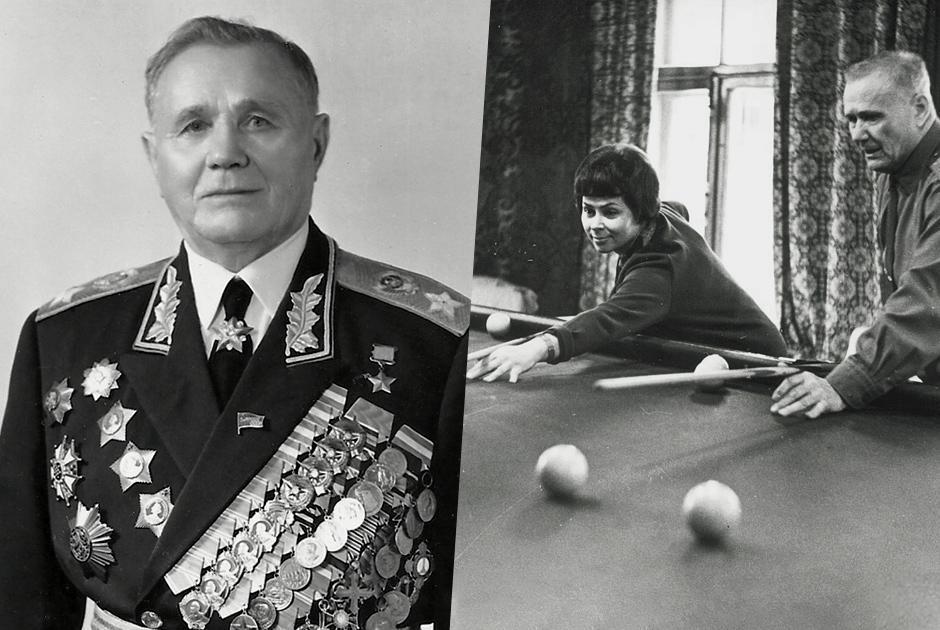 Герой Советского Союза Андрей Еременко закончил войну командующим войсками 4-го Украинского фронта. Он принимал участие в освобождении Словакии и Чехии, а Победу встретил на восточных подступах к Праге. <br></br> На фото 1967 года он с женой Ниной играет в бильярд на даче в Архангельском. Они познакомились на фронте, где Нина была медсестрой.