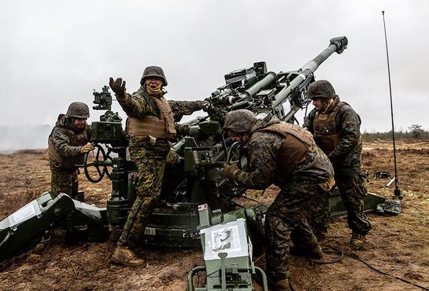 Морские пехотинцы США во время учений Dynamic Front 2019 на полигоне Адажи