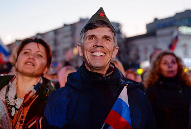 Зрители на концерте в Симферополе в честь пятилетия присоединения Крыма к России