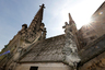 Скульптуры ангелов и разрушающаяся малая башенка, декорированная в характерном стиле пламенеющей готики. Принимая решение о реставрации в 2017 году, французские власти не подозревали, какой трагедией она закончится.