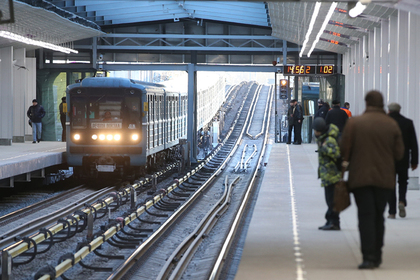 Пассажир смолотком взял взаложники сотрудницу метро настанции «Технопарк»