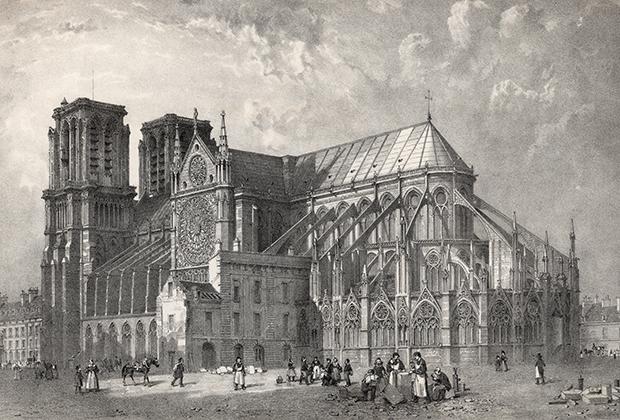 Так Нотр-Дам де Пари выглядел после Великой Французской революции. Шпиль, существовавший с конца XII до конца XVIII века, был разрушен и вернулся на место только в середине XIX века. После пожара 15 апреля собор вновь его лишился.