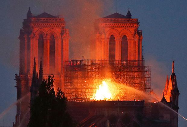 Пожар 15 апреля начался на крыше собора, где были установлены строительные леса. Сгоревшая часть здания по большей части относилась к XIX веку.