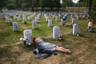 По официальным данным, в Ираке погибли 4423 военнослужащих армии США. Талибы говорят о 30-40 тысячах. Мэри Макхью (Mary McHugh) потеряла на войне жениха Джеймса Ригана (James Regan). Он погиб от взрыва самодельного устройства. Его останки покоятся в секторе 60 Арлингтонского военного кладбища в пригороде Вашингтона. В настоящее время на кладбище захоронены 320 тысяч военнослужащих.