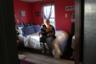 Хиллари Компароне (Hillary Comparone) из Коннектикута— 25 лет. У нее двое детей —  Кэмерон и Линкольн — от мужа-наркомана. В 2016 году семья отмечала первую годовщину его смерти от передозировки героином. <br> <br> Общенациональная эпидемия героиновой зависимости захлестнула небольшие города США, а смертность от передозировки, по данным центров контроля заболеваний, увеличилась в четыре раза. По их подсчетам, 75 процентов употребляющих героин до этого употребляли обезболивающие, выписанные врачом.
