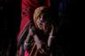 Семья выживает преимущественно на хлебе и чае. На фото — 5-летняя дочь Аусаф, страдающая от недоедания.