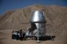Китайские студенты осматривают реплику спускаемого аппарата для высадки на Марс во время экскурсии по проекту C-Space. Первых посетителей база приняла еще в декабре, когда состоялось тестовое открытие. Сначала ее могли посещать только школьники.
