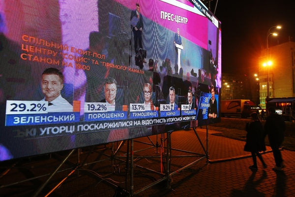 На Украине сравнили траты Зеленского и Порошенко на агитацию