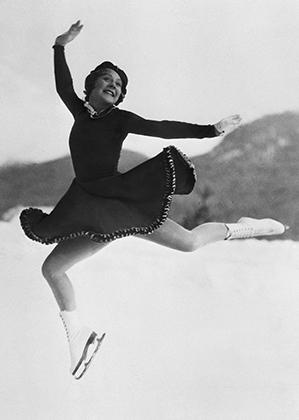 Первой по-настоящему мировой звездой среди фигуристок стала Соня Хени, победившая в трех Олимпиадах подряд: в 1928, 1932 и 1936 годах. Но дело не только в силе Хени как спортсменки, но и в коротких юбках, которые она первой не побоялась надеть на соревнованиях.