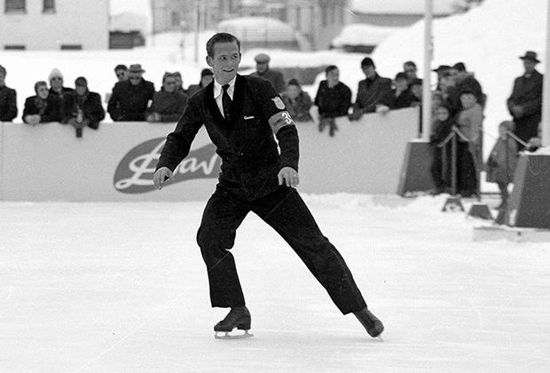 Но большинство предпочитали классический костюм с пиджаком и галстуком, как американец Ричард Дик Баттон, доминировавший в фигурном катании в первые послевоенные годы.