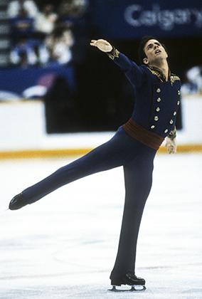 Брайан Бойтано из США в своем легендарном мундире драгуна во время Олимпиады 1988 года в Калгари, где он победил. После успеха Бойтано вариации на тему мундиров XVIII и XIX веков стали очень популярны среди фигуристов.