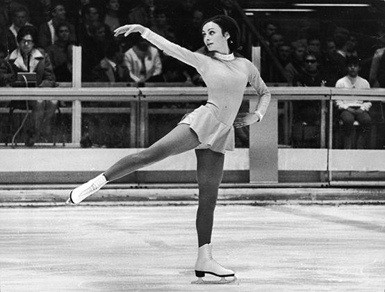 Пегги Флеминг была лучшей на Олимпиаде в Гренобле в 1968 году, несмотря на невероятно скромное платье, которое сшила ей ее мать.