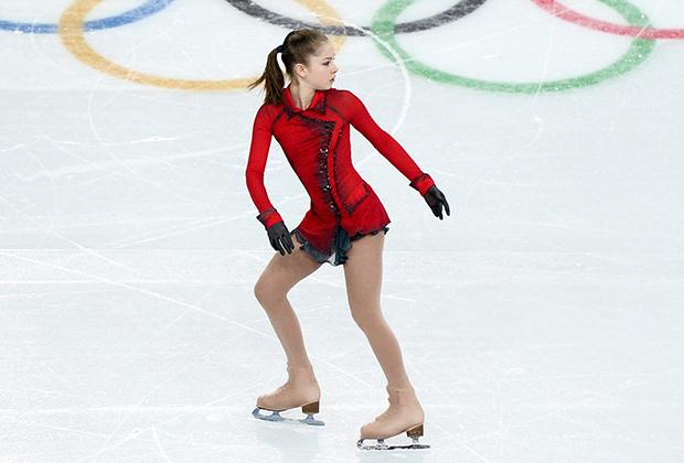 Красное платье Юлии Липницкой должно было напоминать о красном пальто девочки из фильма Стивена Спилберга «Список Шиндлера». Выступление и образ Липницкой не только принесли ей золото в командном зачете Олимпийский игр в Сочи 2014 года и всемирную славу, но и слова благодарности от самого Спилберга.