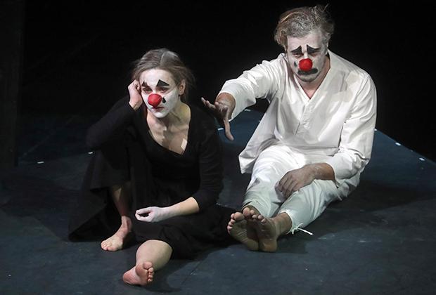 Показ спектакля «Оптимистическая трагедия. Прощальный бал» в постановке Виктора Рыжакова  в Москве