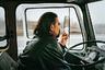 Один из самых важных фильмов в программе ММКФ-2019 — с успехом проехавшаяся в прошлом году по десяткам мировых фестивалей драма Огнена Главонича «Груз», картина одновременно камерная по форме и безжалостно политическая по содержанию. Ее главный герой, белградский дальнобойщик, в 1999 году вписывается вывезти из Косово секретный груз — и что именно находится в кузове его грузовика, Главонич до последнего не раскрывает, предпочитая концентрироваться на тяготах опасного, под бомбежки, пути и личных проблемах протагониста. Жуткий эффект, который произведет срыв покровов в финале, стоит любого ожидания — причем покажут на ММКФ и «Двойное дно», документалку Главонича о более-менее той же тайне югославской истории.