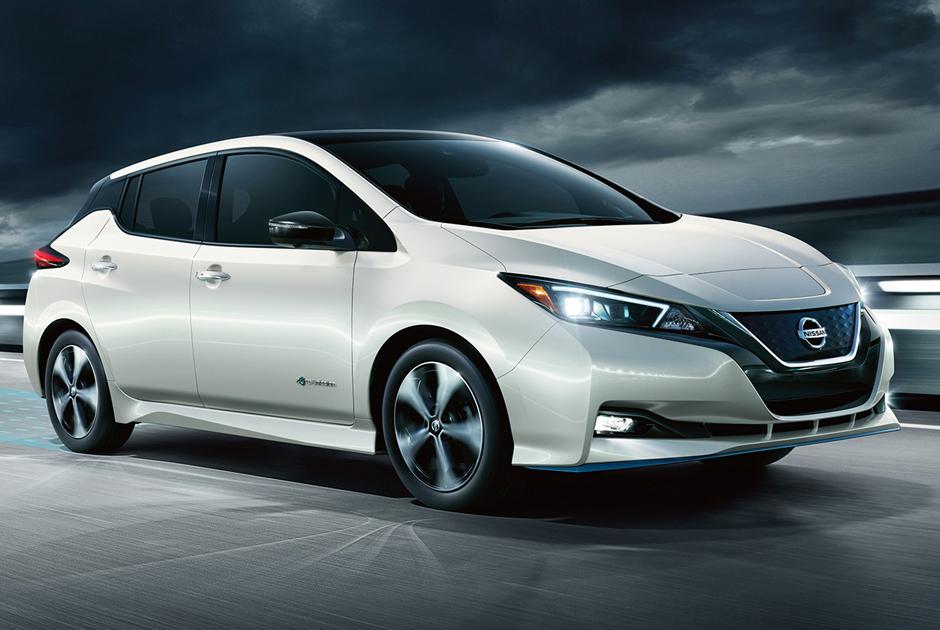 """Leaf — одна из самых старых и популярных моделей электрокаров на рынке. Leaf Plus является обновленной версией Nissan Leaf, серийный выпуск которого начался в 2010 году. Новая модель, представленная в начале 2019 года, <a href=""""https://www.bworldonline.com/new-nissan-leaf-e-can-travel-farther-packs-more-power-too/"""" target=""""_blank"""">имеет</a> впечатляющие характеристики. Этот автомобиль может преодолеть без подзарядки до 458 километров. Максимальная возможная скорость — 158 километров в час. До 80 процентов его можно зарядить всего за 40 минут."""