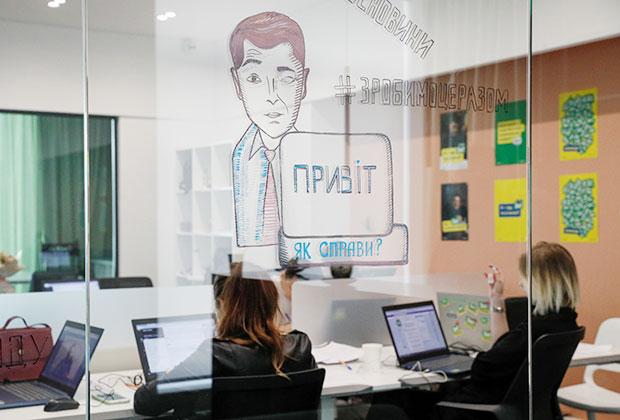 Волонтеры работают над предвыборной кампанией Зеленского