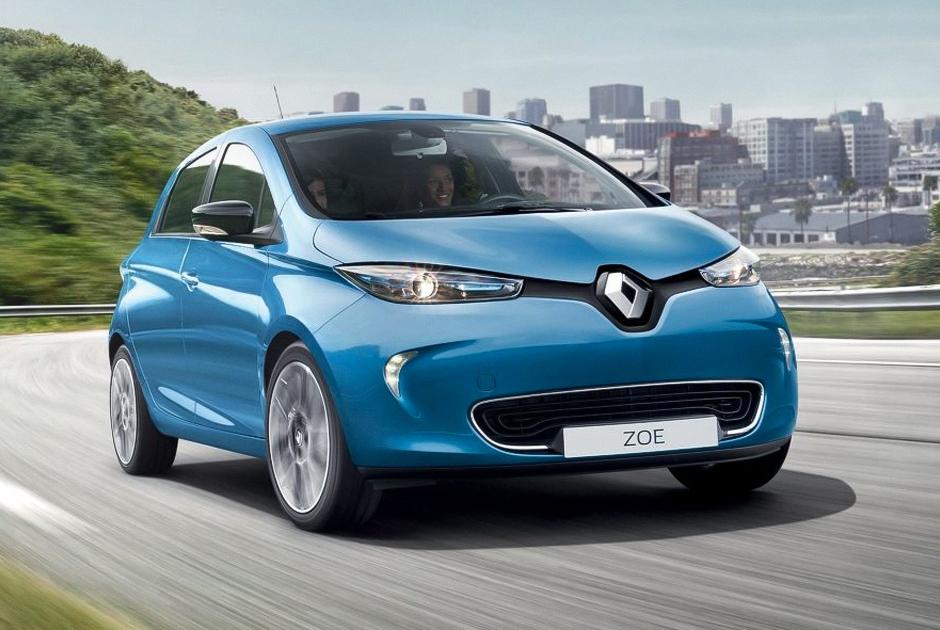 """Электромобиль Renault Zoe был запущен в серию в 2012 году. Модель пользовалась успехом на родине во Франции и в других странах Европы. В 2015 году она <a href=""""https://www.autoblog.com/2016/01/20/renault-zoe-was-europes-best-selling-ev-last-year/"""" target=""""_blank"""">оказалась</a> самым популярным электрокаром Европы. <br></br> В 2016 году модель обновили — теперь без подзарядки она преодолевает 300 километров вместо 160. На  второй квартал 2019 года <a href=""""https://www.kolesa.ru/news/renault-gotovit-k-premere-hetch-zoe-na-novoj-platforme"""" target=""""_blank"""">анонсирован</a> выпуск новой модели, конструкторы обещают запас хода до 400 километров."""