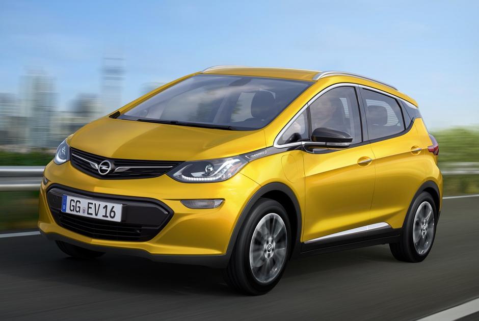 """Свой электрокар <a href=""""https://www.ampera-e.com/"""" target=""""_blank"""">выпустил</a> и немецкий производитель Opel. Его модель Ampera-e появилась в 2017 году. Она способна преодолеть 520 километров на одном заряде и разогнаться до ста километров в час за 7,2 секунды.  <br></br> Максимальная скорость автомобиля — 150 километров в час. В 2017 году такой автомобиль <a href=""""https://www.autonews.ru/news/593000739a794797beb8ef54"""" target=""""_blank"""">был подарен</a> Папе Римскому Франциску."""