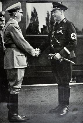 Адольф Гитлер и Рихард Дарре