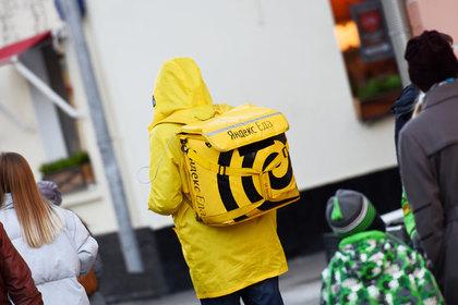 Курьер «Яндекс.Еды» проработал десять часов без перерыва и умер