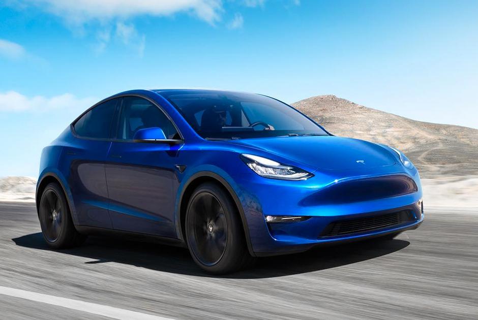 """Еще одна модель Tesla <a href=""""https://www.computerra.ru/235806/novaya-model-tesla-krossover-model-y-suv/"""" target=""""_blank"""">была представлена</a> в марте 2019 года. Автомобиль собираются выпустить в четырех комплектациях. Топовая версия автомобиля разгоняется до 100 километров за 3,5 секунды. Запас хода составляет 480 километров. Максимальная скорость — 240 километров в час. В продажу новая Tesla поступит осенью 2020 года."""