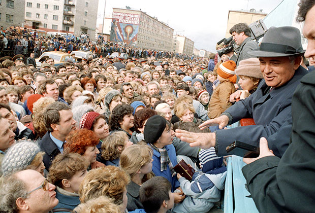 Михаил Горбачев на встрече с жителями заполярного города Норильска, 1988 год