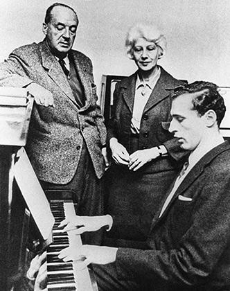 Владимир Набоков с женой Верой и сыном Дмитрием. Франция, 1960-е