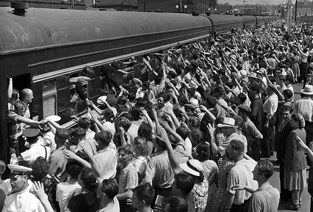 Молодежь едет на стройки Сибири, Востока и Крайнего Севера, 1956 год