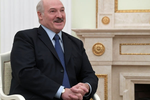 Лукашенко призвал перестать страдать из-за его слов о «мощнейшем ответе»