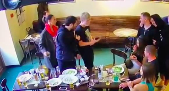Появилось видео за минуту до избиения чиновников Кокориным и Мамаевым