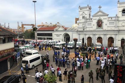 Спецслужбы возле одной из церквей на Шри-Ланке после взрыва