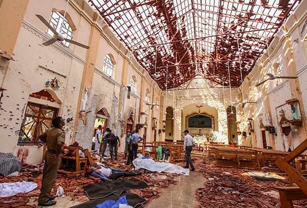 Разрушенный взрывом интерьер одной из церквей