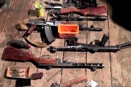 Пойманные с поличным российские торговцы оружием попали на видео