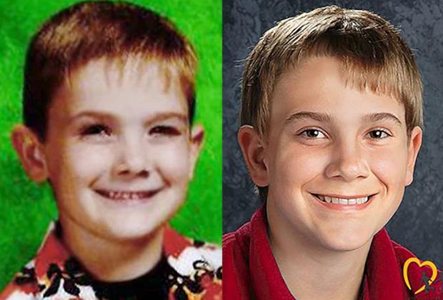Справа изображение, сконструированное в Национальном центре поиска пропавших и эксплуатируемых детей, показывающее, как примерно Тиммоти мог бы выглядеть в 13 лет