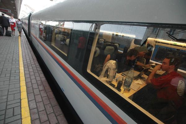 Время поездки из Москвы в Петербург пообещали уменьшить до двух часов