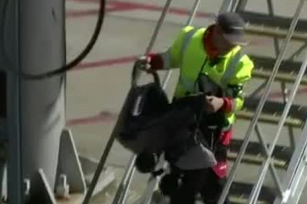 Стали известны подробности смерти младенца на борту самолета