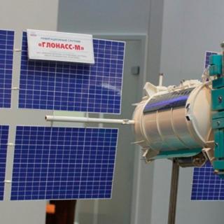 Макет современного навигационного космического аппарата «Глонасс-М»