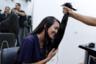 Диас пытается сохранить позитивный настрой. Она лишилась 60 сантиметров волос, которые отращивала с детства. По ее словам, после стрижки ей стало куда легче: в последние годы ухаживать за длинными локонами все сложнее.