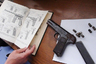 """В августе 2015 года жительница Нижнего Тагила проводила ремонт в своем доме и при разборе кровли <a href=""""https://www.oblgazeta.ru/news/7379/"""" target=""""_blank"""">нашла</a> пистолет Browning модели 1903 года калибра 9 мм. В магазине находилось семь патронов.  <br></br> Нынешние владельцы дома жили в нем последние 10 лет — и полицейские принялись выяснять личности прежних жильцов, чтобы установить, как к ним попало оружие. Впрочем, судя по следам коррозии, пистолет мог пролежать под крышей не один десяток лет, а тот, кто его спрятал, возможно, давно умер. Заявившей о находке женщине пообещали 3,5 тысячи рублей."""