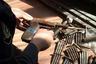 """В сентябре 2013 года жительница Калининграда <a href=""""https://39.мвд.рф/news/item/1196704"""" target=""""_blank"""">обратилась</a> в полицию и сообщила, что на балконе своей квартиры нашла тайник с оружием и боеприпасами. На место отправилась группа быстрого реагирования вневедомственной охраны и оперативники уголовного розыска.  <br></br> Женщина объяснила, что купила жилье в январе 2013 года — и решила сделать там ремонт. Рабочие вскрыли деревянный пол на балконе и наткнулись на тайник. В нем было спрятано оружие времен Второй мировой войны — пистолет Walther, два пистолета неустановленной марки, снаряд авиапушки и 70 патронов калибра 7,92 мм. Оружие отправили на экспертизу, полицейские обратились за разъяснениями к прежнему владельцу квартиры."""