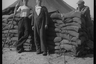 Местные жители в американском армейском полевом лагере. Нидерланды, 1944 год.