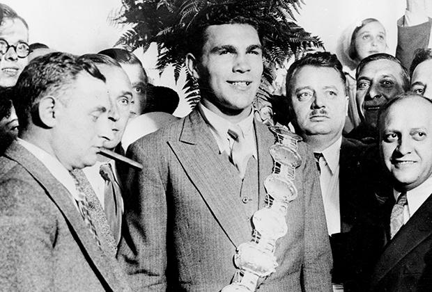 Макс Шмелинг и Джо Джейкобс (крайний справа)