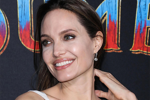Анджелина Джоли задумала оставить наследство только одному ... анджелина джоли кинопоиск
