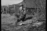 Американский солдат обедает в расположении армейского полевого лагеря. Нидерланды, 1944 год.