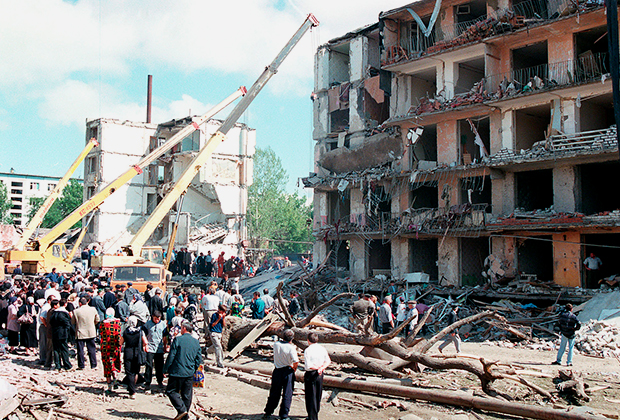 Место взрыва жилого дома в Буйнакске (Дагестан)