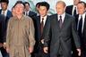 Во Владивостоке побывали все три поколения Кимов. Ким Чен Ир прибыл на встречу с Владимиром Путиным в 2002 году. Для встречи он выбрал свою любимую легкую куртку.