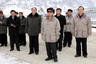 Судя по одинаковым курткам у Ким Чен Ира и его свиты, закупки одежды в его время были делом централизованным. В отличие от сына, «любимый руководитель» не видел ничего плохого в том, чтобы его окружение выглядело так же, как он.