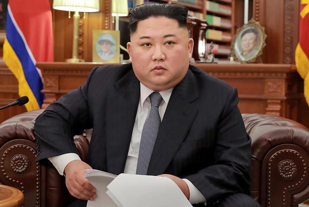 Как и дед, младший Ким периодически носит европейские костюмы. Впрочем, пока такие случаи редки, а цвета костюмов достаточно консервативны.